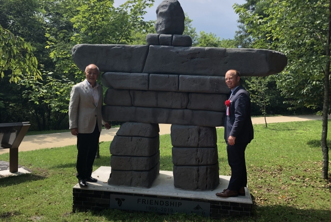 Mayor Fujimaki and Mayor Crompton at the Inukshuk