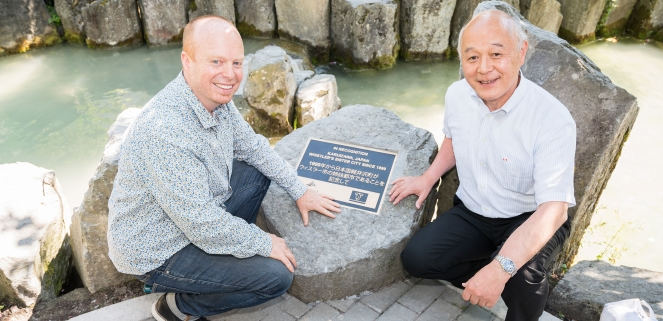 Mayor Crompton and Mayor Fujimaki at the twentieth anniversary plaque